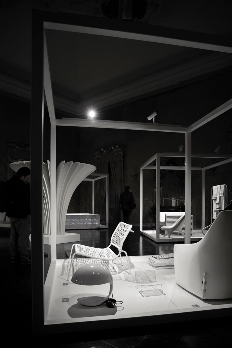 White in the city: il bianco assoluto di Pipistrello a Palazzo Cusani