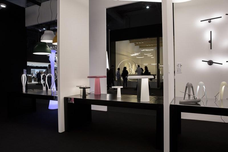 Euroluce 2015: des pièces icôniques, grands formats et design minimaliste