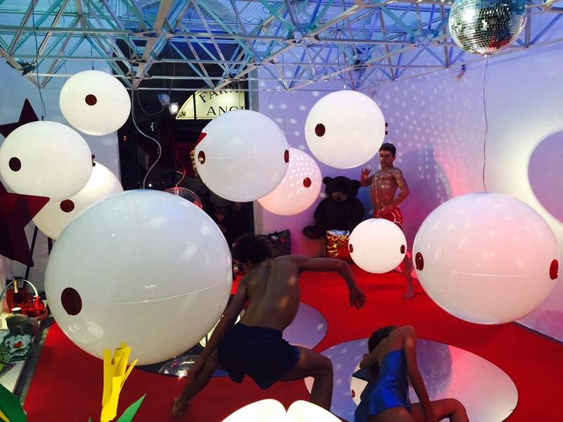 Flash mob au showroom de Lucca