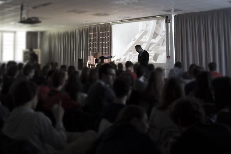 Martinelli Luce: rencontre avec les étudiants à Lucca