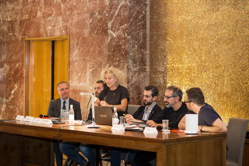 A propos des 50 ans de Lumière! Martinelli Luce parle de son histoire à Palazzina Reale de Florence