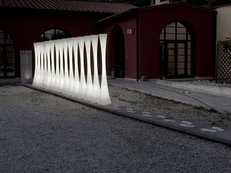 Emiliana Martinelli, the Abstraction of a White Noise. A new light installation at MuSa in Pietrasanta