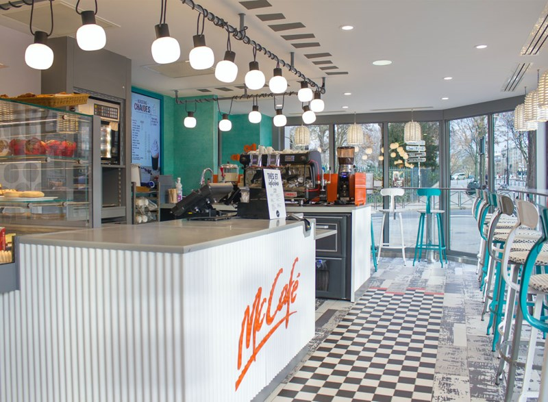 Paola Navone chooses the Kiki lamp for the restyling of McDo in Paris!