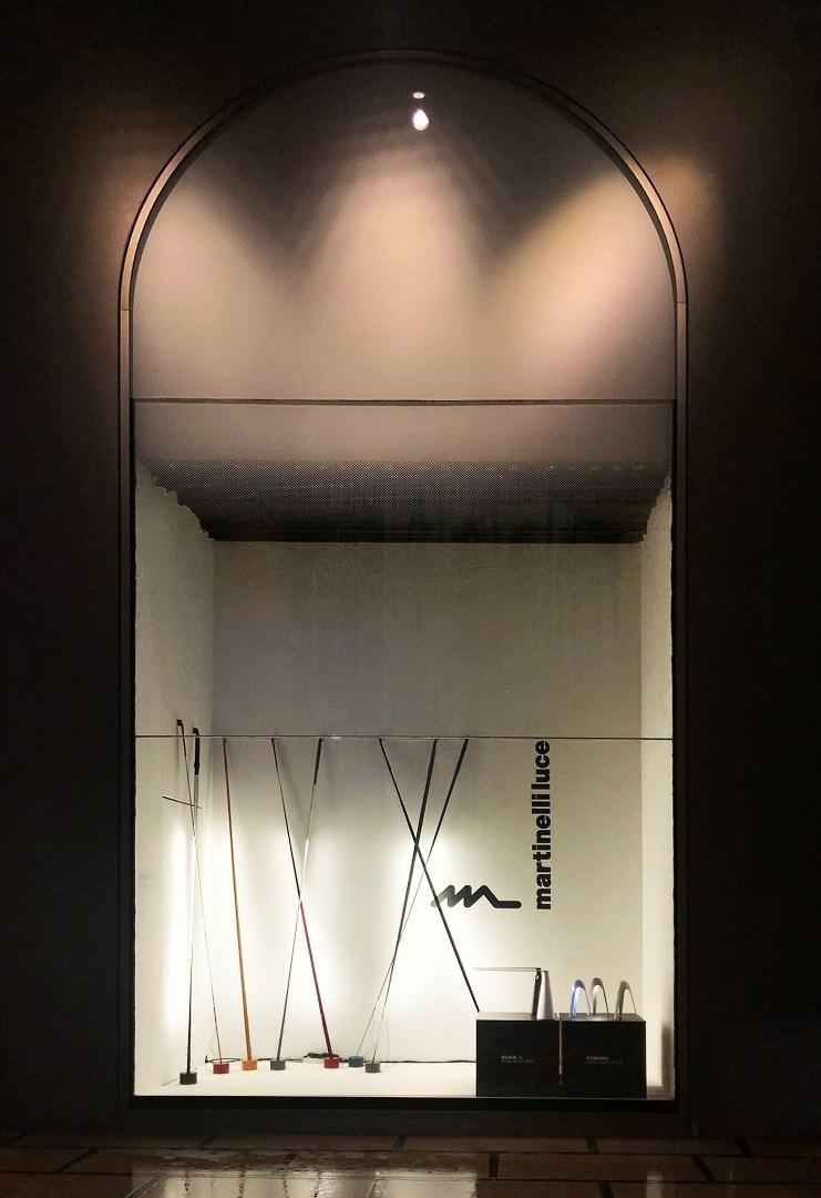 Les lampes Martinelli Luce éclairent les vitrinesde la Rinascente à Milan